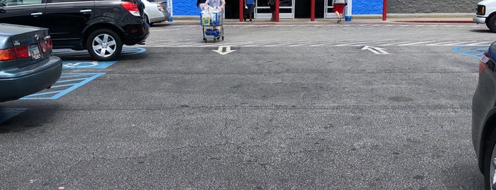 Walmart Supercenter is one of Dawn : понравившиеся места.