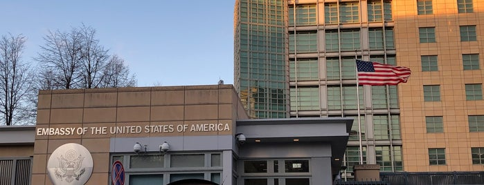 Консульский отдел посольства США is one of Orte, die Антон gefallen.