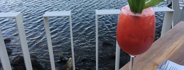 Riviera Coast is one of Orte, die Theodore gefallen.