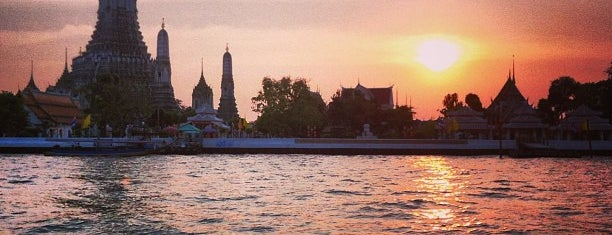 Wat Arun Rajwararam is one of Locais salvos de Edward.