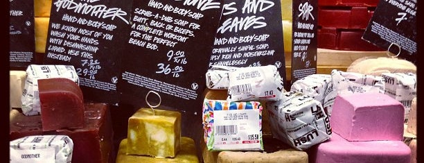 Lush is one of Lieux qui ont plu à Ashley.