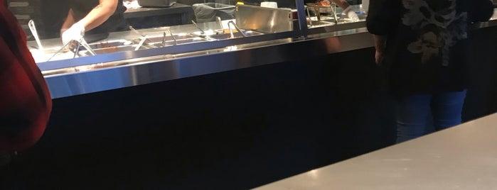 Chipotle Mexican Grill is one of Bee'nin Beğendiği Mekanlar.