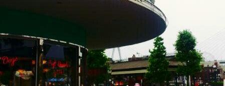 Mel's Drive-In is one of Universal Studios Japan.