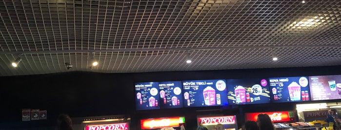 Cinemaximum is one of Lieux qui ont plu à k&k.