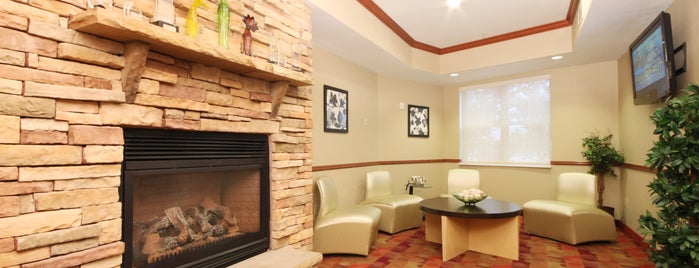 TownePlace Suites Springfield is one of Leandro 님이 좋아한 장소.