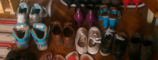 Castle of shoes is one of Tempat yang Disukai Jana.