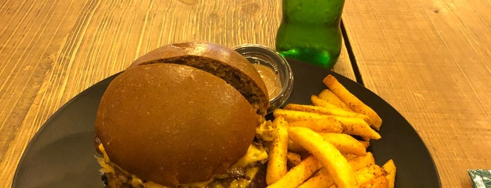 Sketch Burger ® is one of Fatima'nın Kaydettiği Mekanlar.