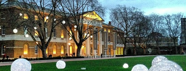 Saatchi Gallery is one of Enjoyed visiting this place.