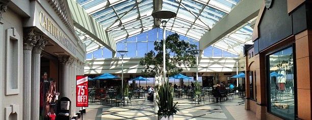 Sacramento International Airport (SMF) is one of Fernandoさんのお気に入りスポット.