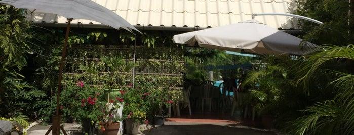 R&R Resort is one of Tempat yang Disimpan Caloy.