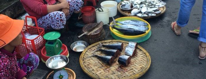 Xom Moi Market is one of Locais curtidos por Alyonka.
