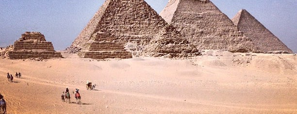 Great Pyramids of Giza is one of Locais curtidos por Queise.