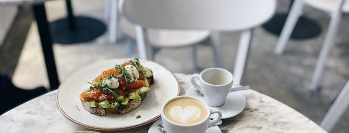 Kachorovska Cafe is one of Posti che sono piaciuti a Mariia.