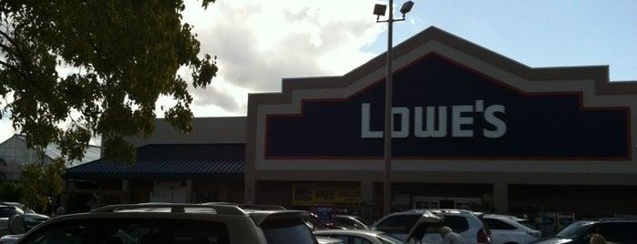 Lowe's is one of Tempat yang Disukai Tammy.