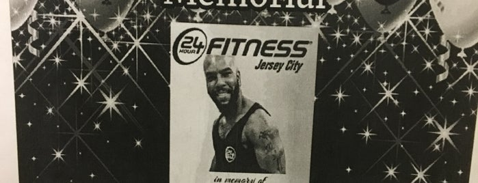 24 Hour Fitness is one of Lugares favoritos de Erin.