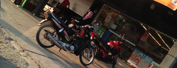 7-Eleven is one of สถานที่ที่ Jase ถูกใจ.