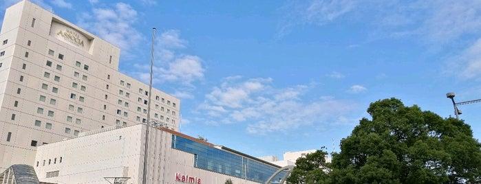 JR Toyohashi Station is one of สถานที่ที่ Masahiro ถูกใจ.