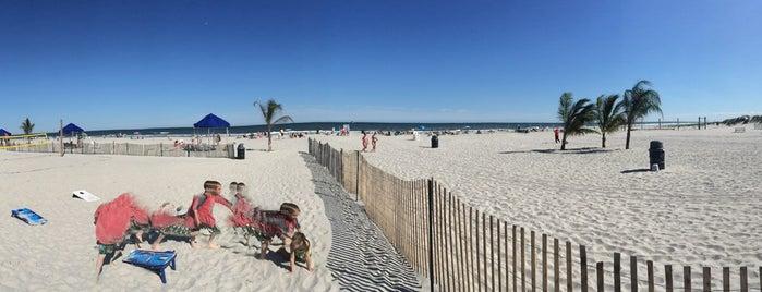 THE CLUB - Diamond Beach Tiki Bar is one of Locais curtidos por Michael.