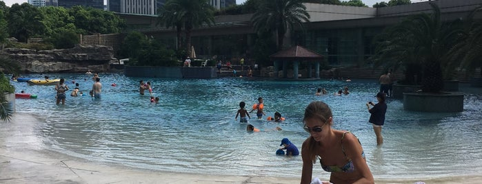 Shimao Riviera Pool is one of Abroad Staff.