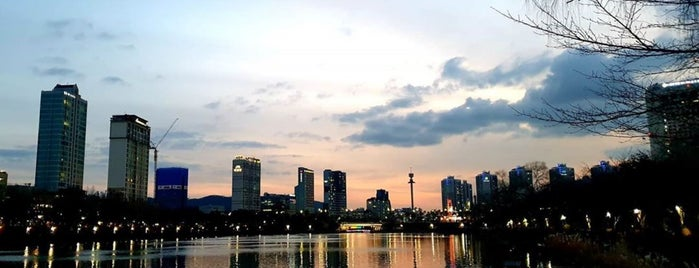 Seokcheon Lake Walking Trail is one of Seoul.