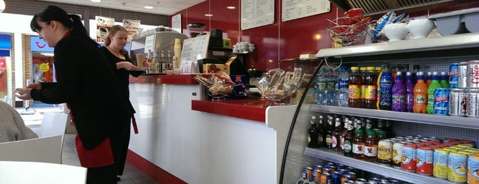 Pieris Cafe And Gelateria is one of Classic UK ice cream spots.