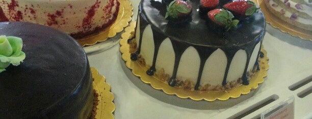 Danish Bakery is one of Posti che sono piaciuti a R.