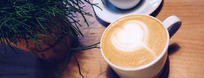 Frank Coffee is one of สถานที่ที่ Alexandra ถูกใจ.