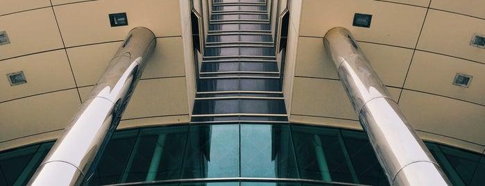 Malakey-e Asemanha Mall   مرکز خرید ملکه آسمانها is one of Locais curtidos por H.