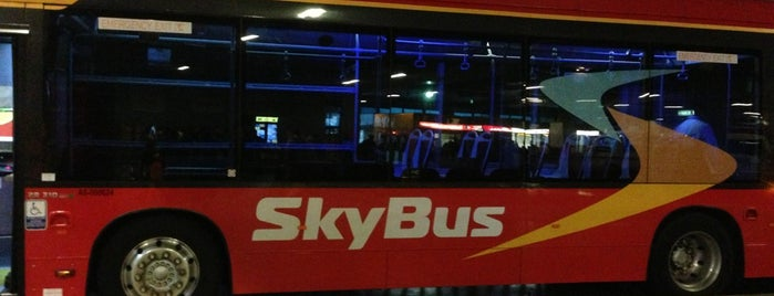 SkyBus Terminal is one of Lugares favoritos de Matt.