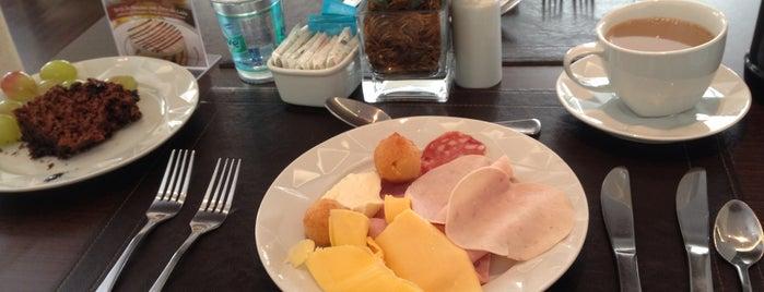 Tulipa Restaurant is one of สถานที่ที่ Rik ถูกใจ.