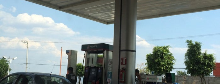 Gasolinera Antonio Barona is one of Orte, die Mayte gefallen.