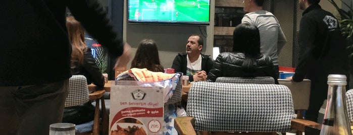 Beşiktaş Kahvesi Hookah Lounge is one of k&k 님이 좋아한 장소.