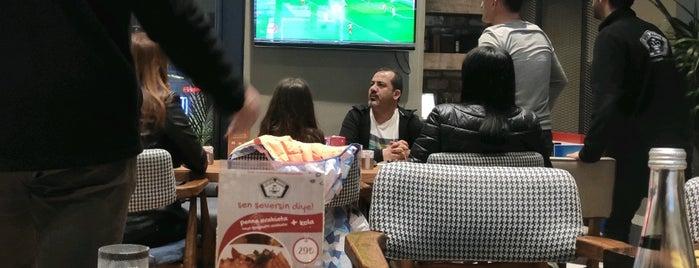Beşiktaş Kahvesi Hookah Lounge is one of Lieux qui ont plu à k&k.
