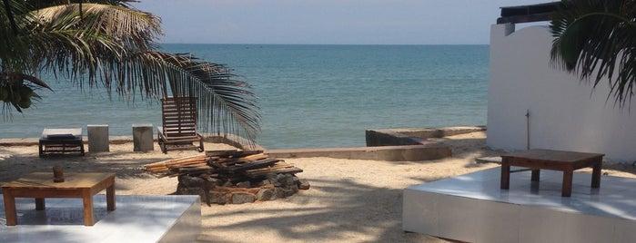 Pogo Beach Bar and Grill is one of Orte, die Olesya gefallen.