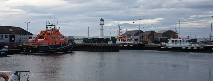 Kirkwall Harbour is one of Tempat yang Disukai Carl.