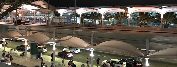 Terminal 2 Arrivals is one of Posti che sono piaciuti a Tatsuzo.