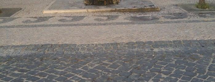 Praça Afonso Lopes Vieira is one of Posti che sono piaciuti a Jo.