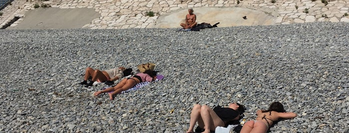 Plage Publikum Des Ponchettes is one of Beach.