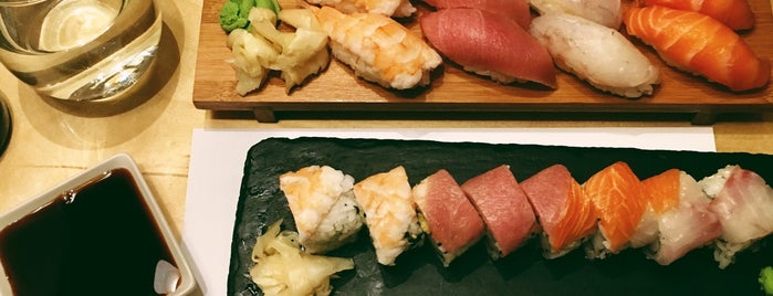 Nakama Casual Sushi Bar is one of Giannisさんのお気に入りスポット.