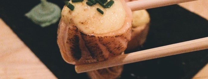 Koi Sushi Bar is one of Posti che sono piaciuti a Giannis.