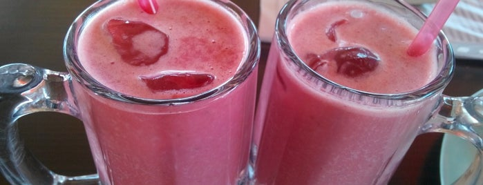 vitamin dede is one of Locais salvos de Ruveyda.