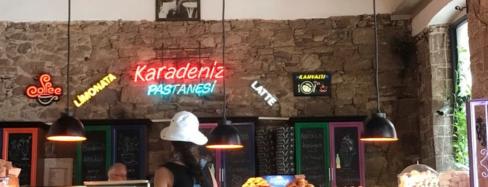 Karadeniz Pastanesi is one of Locais curtidos por Evren.