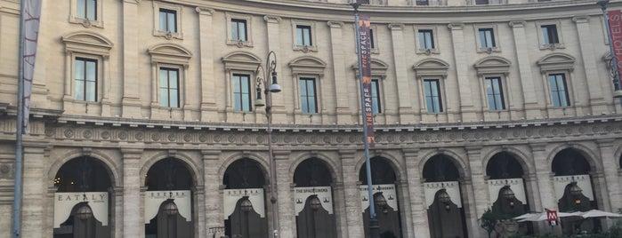 Piazza della Repubblica is one of Posti che sono piaciuti a Evren.