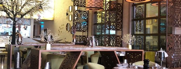 u lounge is one of Queen'in Kaydettiği Mekanlar.