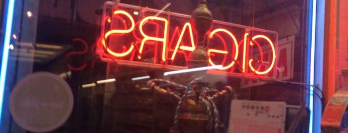 Classic Smoke Shop is one of Lieux qui ont plu à Daniel.