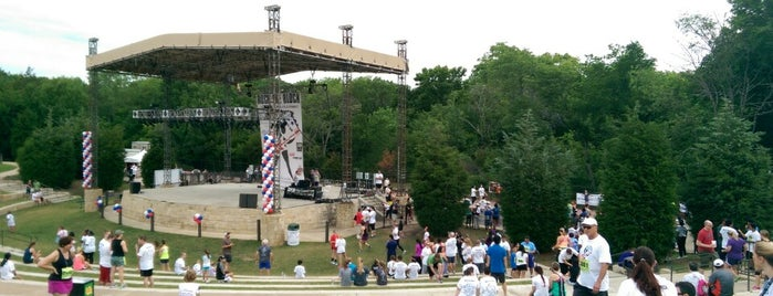 Oak Point Amphitheater is one of Aliseさんの保存済みスポット.