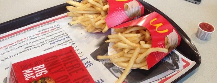 McDonald's is one of Locais curtidos por Ryan.