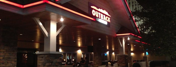 Outback Steakhouse is one of Locais curtidos por Alexandre.