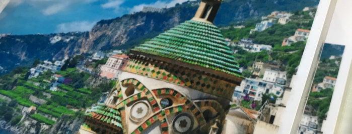 Amalfi is one of Paris 17ème.