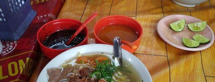 Soto Daging Sapi Bu Hadi Pusat is one of Kuliner Solo.